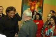 Karel Holomek vítá kanadskou guvernérku v Muzeu romské kultury (Foto: Jana Šustová)