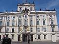 Vlajky Arcibiskupeského paláce na půl žerdi, foto: Martina Schneibergová