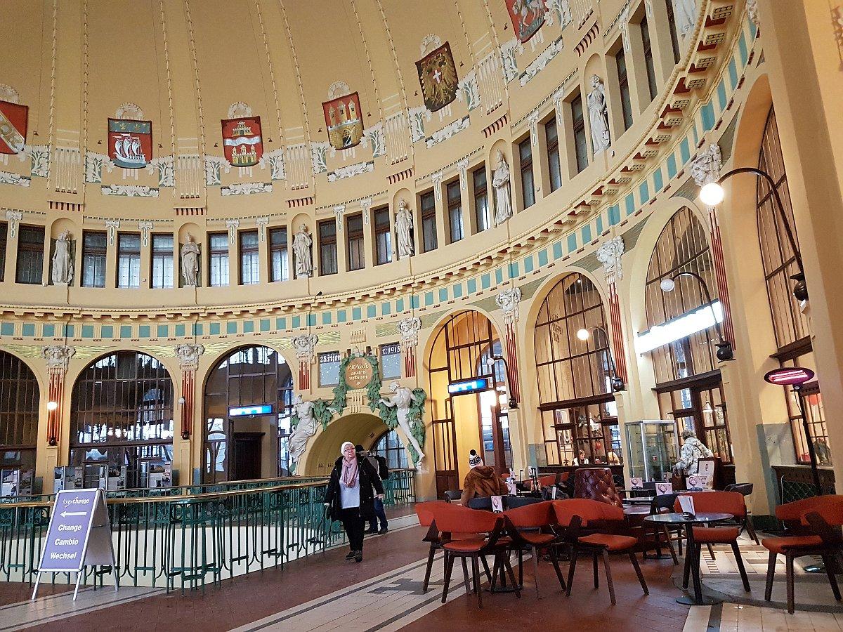 «Кафе Фанты», пражский Главный вокзал, Фото: Ондржей Томшу, Чешское радио - Радио Прага