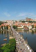 Prager Panorama mit der Karlsbrücke und dem Burgviertel