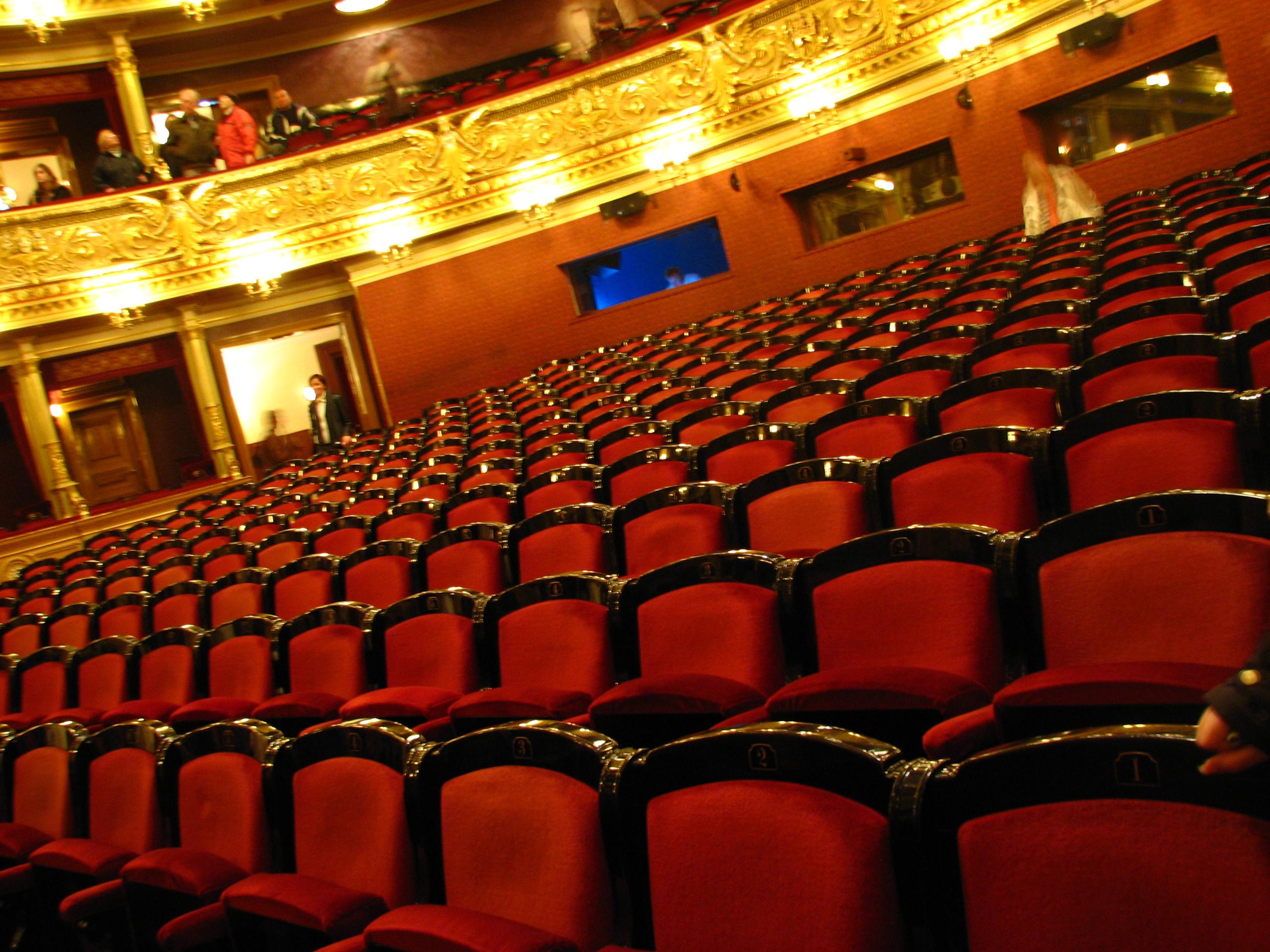 Hlediště národního divadla každého uvítá svými