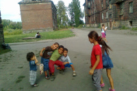 Děti v ostravském ghettu Přednádraží (Foto: Andrea Čánová)