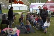 Tania Magy se skupinou dětí