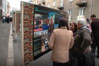 Panely s informacemi o Romech v ulici U Divadla v Sokolově (Foto: Jana Šustová)