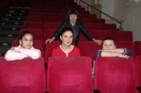 Pedagožka Jarmila Zobačová, režisérka Kamila Zlatušková a dvě Ptáčata v pražském kině Ponrepo (Foto: Jana Šustová)