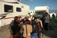 Účastníci workshopu na večeři u Sashi Zanka v Saintes-Maries-de-la-Mer  (Foto: Jana Šustová)
