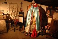 Soška sv. Kali Sáry v kryptě kostela (Foto: Jana Šustová)