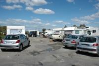 Romové přijíždějí na pouť i ve svých obytných karavanech (Foto: Jana Šustová)