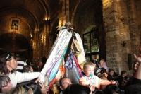 Procesí se svatou Sárou prochází kostelem (Foto: Jana Šustová)