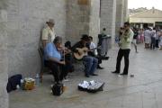Les musiciens jouent dans les rues, sur les places... (Photo : Jana Šustová)