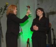 Jana Kosová dostává Cenu Gypsy Spirit (Foto: Jana Šustová)
