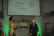 Zakladatel Muzea romské kultury Karel Holomek převzal Cenu Gypsy Spirit (Foto: Jana Šustová)