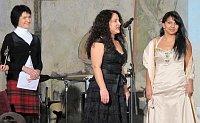 Irena Drevňáková (vpravo) při předávání cen Gypsy Spirit (Foto: Kristýna Maková)