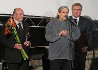 František Kostlán (u mikrofonu) při přebírání Ceny Gypsy Spirit (Foto: Kristýna Maková)