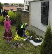 Pamětní deska na hřbitově v Černovicích (Foto: Jana Šustová)