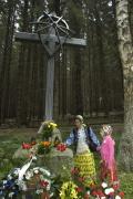 U kříže v místě pohřebiště na Žalově
