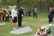 Americký velvyslanec Norman Eisen u pomníku v Letech (Foto: Jana Šustová)