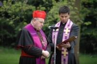 Kardinál Dominik Duka a romský kněz Vojtěch Vágai (Foto: Jana Šustová)