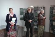 Lucie Křížová z Muzea romské kultury a Milouš Červencl z Památníku Lidice představili výstavu Genocida Romů za 2. světové války (Foto: Jana Šustová)