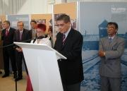 Romani Rose hovoří na vernisáži výstavy