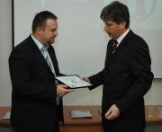 Richard Kruksa ze Zetoru přebírá od brněnského primátora certifikát