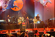 Skupina Romano drom na festivalu Khamoro 2004