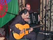 Angelo Debarre a Ludovic Beier na festivalu Khamoro 2006 (Foto: Jana Šustová)