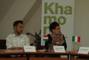 Tamara Moyzes (vpravo) na tiskové konferenci k festivalu Khamoro (Foto: Jana Šustová)