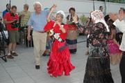 Redový tanec - za peníze je možné tancovat s nevěstou (Foto: Jana Šustová)