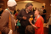 Řezbář Martin Matěj Holub s etnografkou Evou Davidovou (Foto: Jana Šustová)
