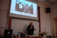 Anne Sutherlandová přednáší na FF UK o Romech v Kalifornii (Foto: Jana Šustová)