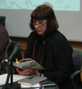 Překladatelka Jana Zoubková čte ukázky z knihy Žijeme ve skrytu (Foto: Jana Šustová)