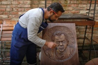 Ivan Berky-Dušík vytvořil portrét zesnulého sochaře Ondreje Gadžora (Foto: Jana Šustová)