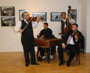 Vernisáž zahájila cimbálová muzika Ivana Hriska