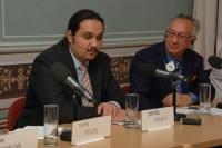 Orhan Galjus (vpravo) na konferenci Roma positive: romské vzory a obraz Romů v médiích (Foto: Jana Šustová)