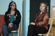 Markéta Vančáková (vpravo) při setkání s rodiči, kteří mají v náhradní rodinné péči romské dítě (Foto: Jana Šustová)