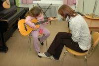 Výuka hry na kytaru (Foto: Jana Šustová)