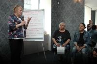 Ann Hyde s romskými matkami na semináři Pro Romy s Romy v Brně (Foto: Jana Šustová)