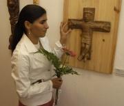Božena Přikrylová u své sochy (Foto: Jana Šustová)