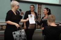 Předávání diplomu v soutěži Romano suno (Foto: Jana Šustová)