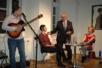 Andrej Giňa na prezentaci knihy Paťiv. Ještě víme, co je úcta (Foto: Jana Šustová)