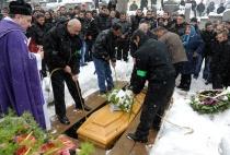 Pohřeb zastřeleného romského mladíka v Tanvaldu (Foto: Filip Jandourek)