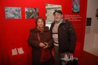 Romští návštěvníci na výstavě Khatar san? - Odkud jste? (Foto: Jana Šustová)
