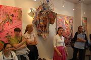 Katarzyna Pollock (uprostřed) na vernisáži v Praze