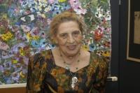 Ceija Stojka na výstavě svých obrazů v Muzeu romské kultury v Brně (Foto: Jana Šustová)