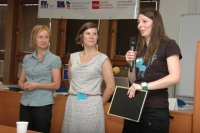 Terénní pracovnice Michaela Benešová - vpravo (Foto: Jana Šustová)