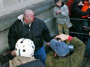 Neonacista odnesl rozbitým obličejem svůj útok plynovou pistolí na anarchisty (Foto: Jan Rosenauer)