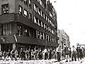 Mai 1945: Vor dem Gebäude des Tschechischen Rundfunks