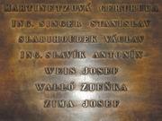 Die Gedenktafel am Gebäude des Tschechischen Rundfunks, mit den Namen von Faschismusopfern, u.a. auch dem von Zdenka Walló