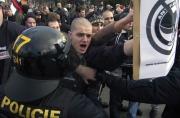 Pravicoví radikálové v Otrokovicích (Foto: ČTK)